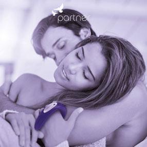 Девушка и мужчина с вибратором Satisfyer Partner Plus Remote